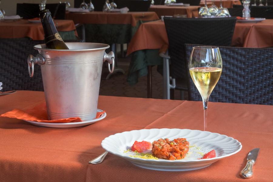 Specialità Pesce Piacenza 3 - SERATA IN ROSA